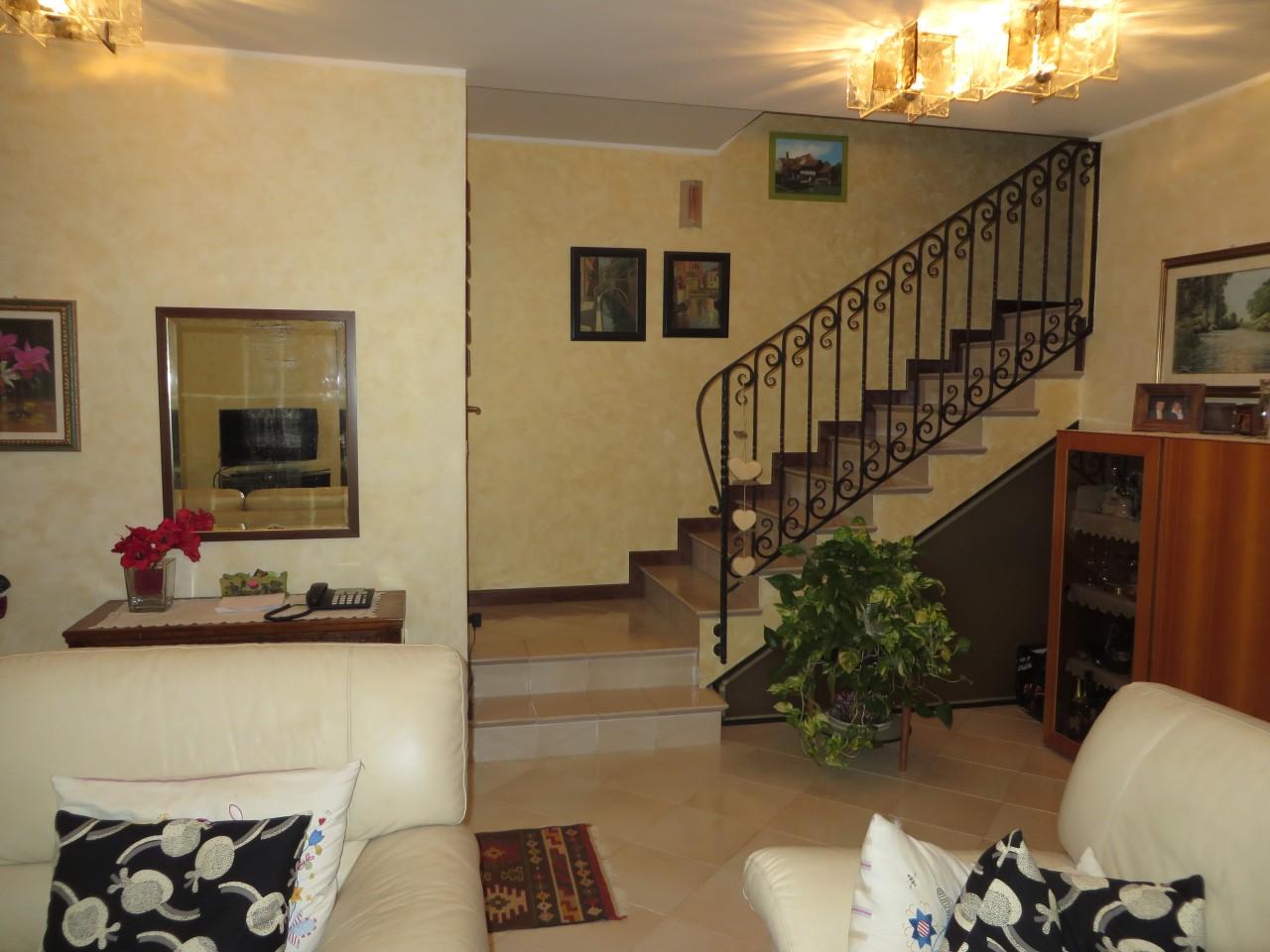 Terranegra in complesso residenziale composto da for Disegni di interni